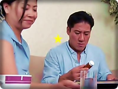 【ドラマ/ヘンリー塚本】入院した娘の留守に、娘婿に媚薬を飲ませ肉棒に狂う義母||