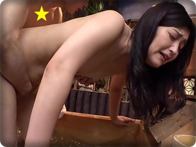 【不倫・中出し】美麗な四十路妻たちがデカチン相手にイキ狂う混浴温泉旅行
