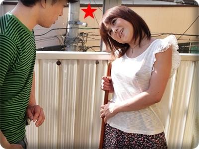 隣の奥さんとエッチ 無修正 【無】AVを拾って帰る隣の奥さん パート1 Ryo Tsujimoto