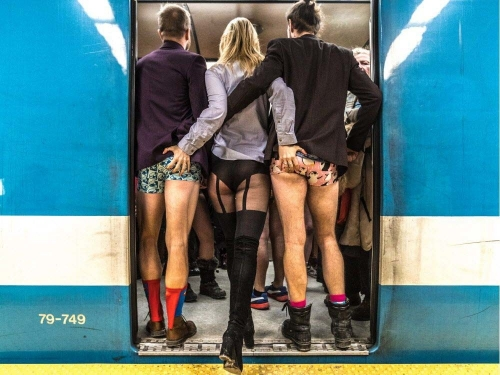 no-pants-day-subway-panty-marudashi-ero-14.jpg