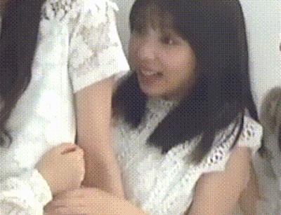 【GIF画像】乃木坂46 与田祐希のお●ぱい、狙われる!