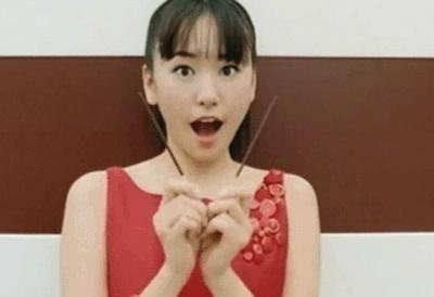 【GIF画像】新垣結衣、伝説のポッキーCMで抜きたいヤツはちょっと来い!