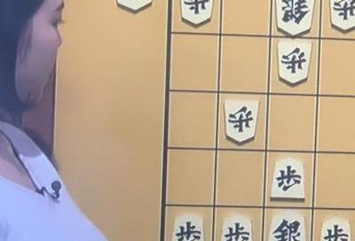 【画像】NHKで爆乳女流棋士!これはガチでたまんねえええええええええええええ