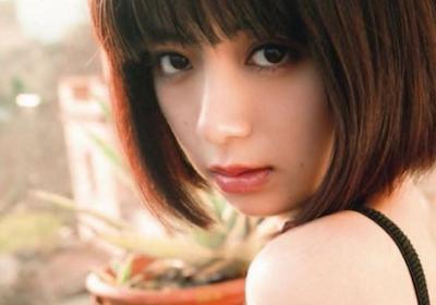 【画像】池田エライザのこぼれ落ちそうな横乳がエ□すぎる!これ絶対柔らかいヤツだろ!