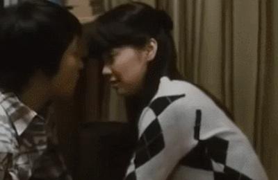 【GIF画像】倉科カナの乳がガッツリ揉まれるシーン、ガチでエ□すぎだろ!