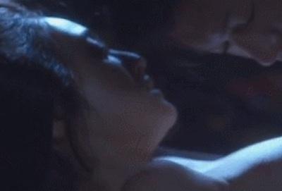 【GIF画像】この安達祐実のお●ぱいがガチで美味しそうwwwwwww【乳首あり】
