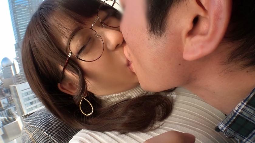 メガネ+爆乳というド定番を体現する22歳女子!華奢な身体にでっかいオッパイが可愛すぎる!