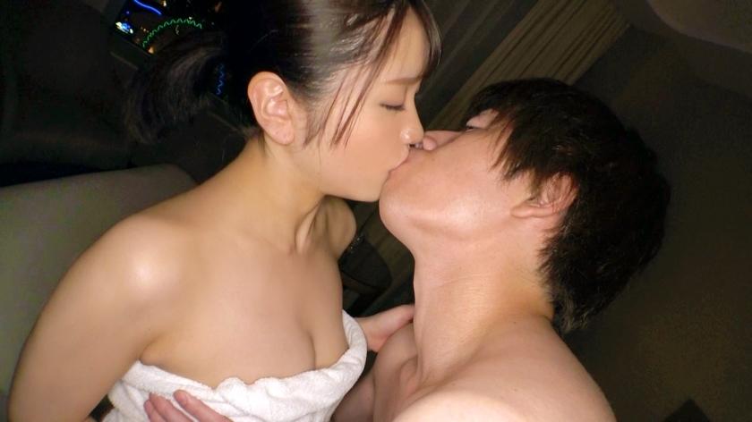 初対面の男にも平気で股を開くヤリマンJDの濃厚セックスでちんちんとまんまん濃厚接触!