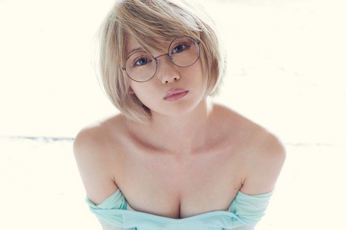 篠崎こころ 金髪ショート美女が激しくエロい。