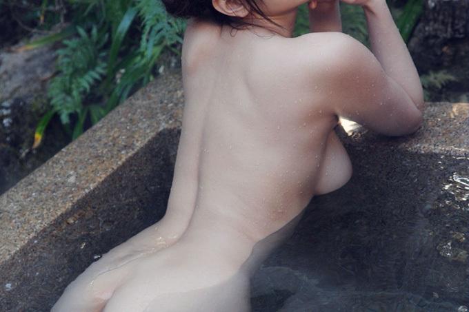 アダルト画像3次元 - 寒い日に美女としっぽりリゾートホテルに浸かりたいエロ画像
