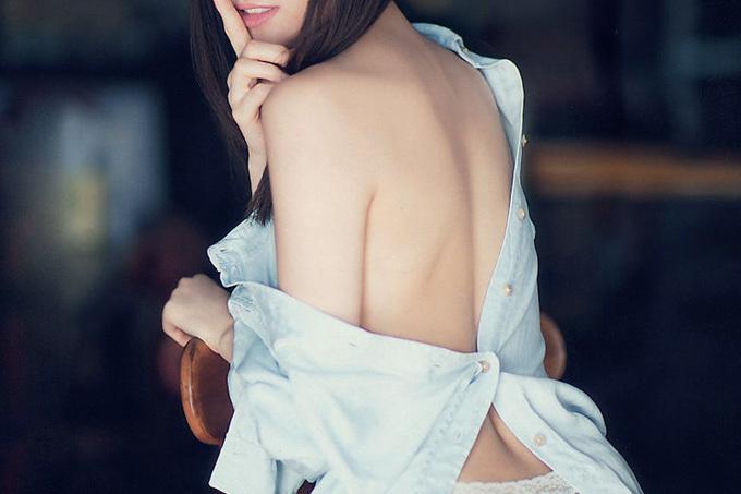 背筋がセクシー…背中エロ画像