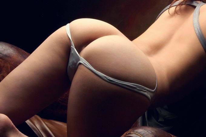 パンツもお尻も楽しめるハンケツお姉さんのエロ画像