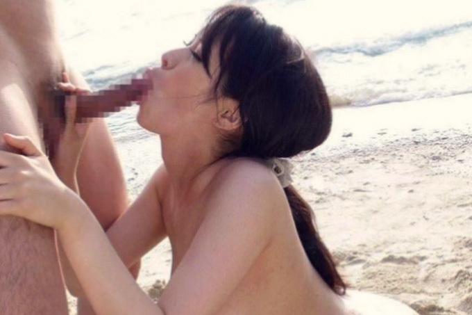 暑くなったら心も身体も解放的…野外フェラチオエロ画像