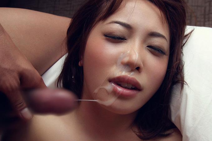 綺麗なお姉さんの顔がザーメンまみれに…顔射エロ画像