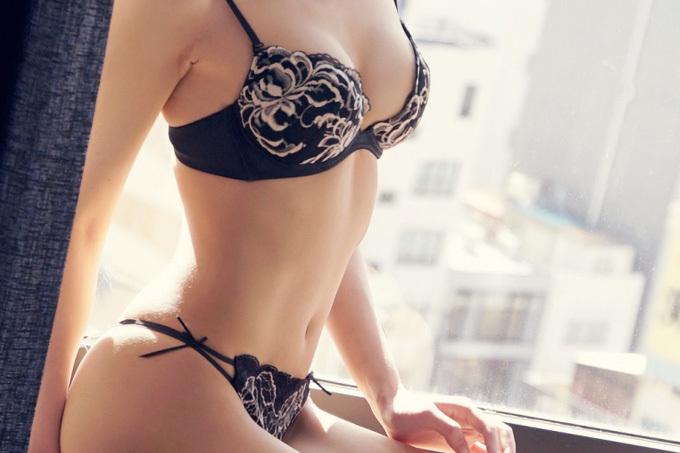 セックスする気マンマンの黒下着エロ画像