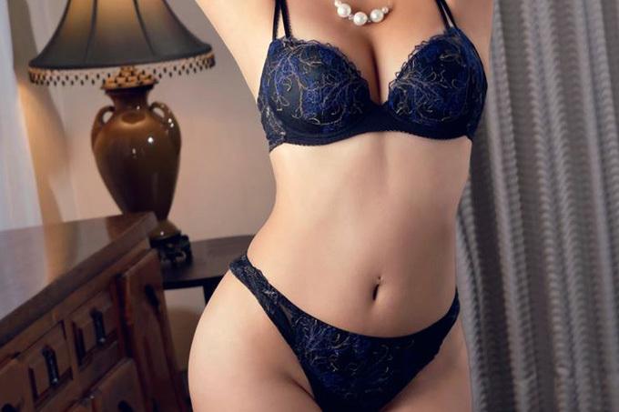 セクシーに魅せる下着エロ画像