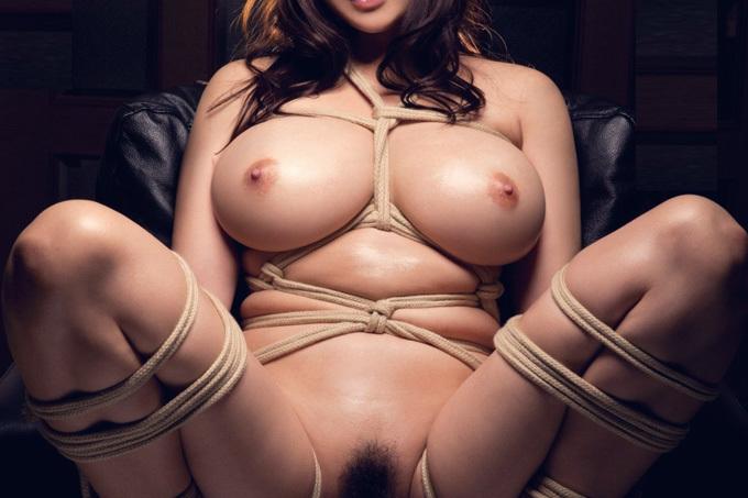 麻縄で縛られる女体はこんなにも美しい…緊縛エロ画像
