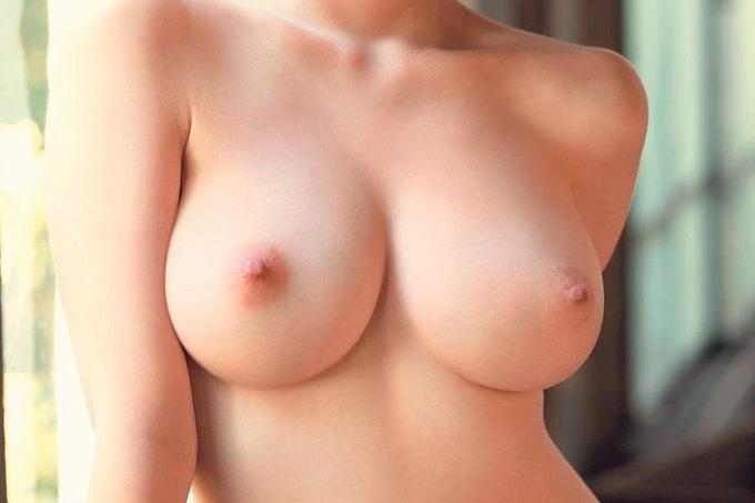 まんまるの神乳エロ画像
