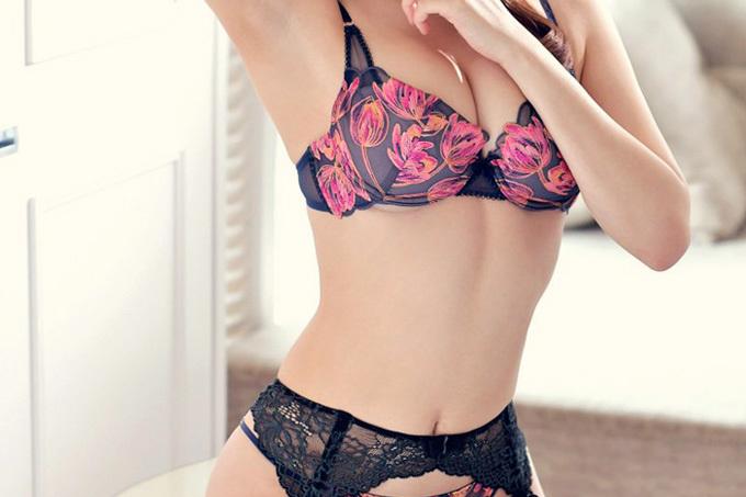 美しくて妖艶なセクシーランジェリーエロ画像