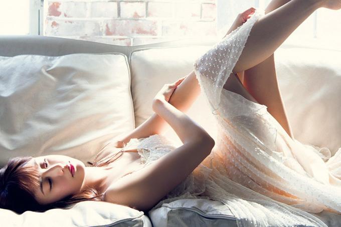 山本美月 美しい佇まいと妖艶な美脚と。