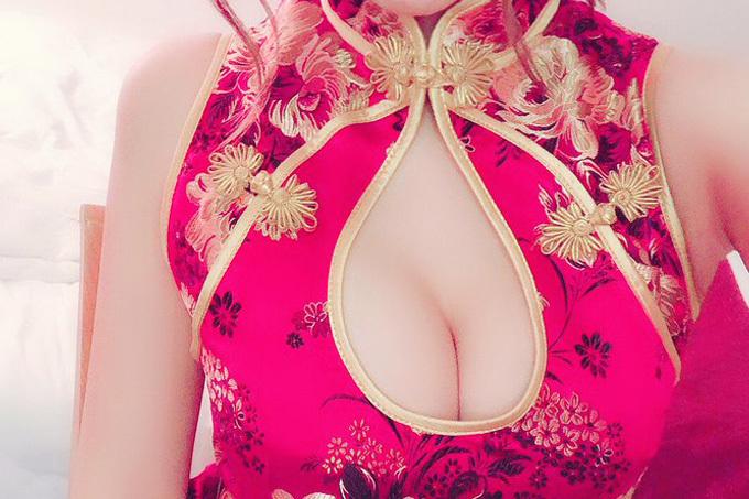 チャイナドレスでおっぱい強調してるエロ画像