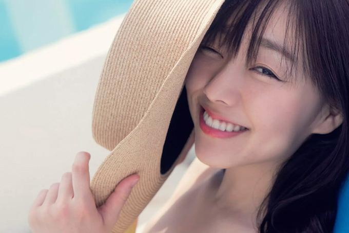 須田亜香里 衝撃のTバックショットも…究極露出!