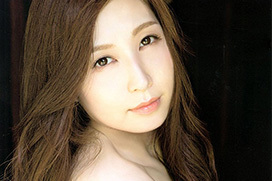 スタイル抜群!人気AV女優 佐々木あきのセクシーな美しさが詰まったグラビア画像