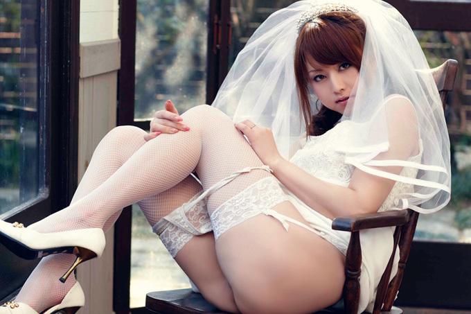 美麗グラビア × 吉沢明歩 エッチな花嫁