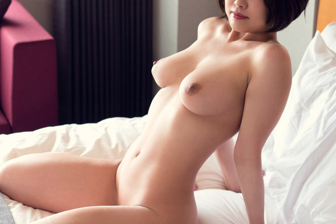 何も身につけない美しい裸体…フルヌード画像100枚