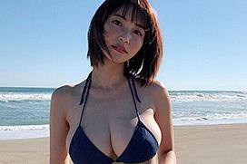岸明日香(27)最新ビキニ先行カットのハミ出しおっぱいがくっそエロいwwwwwwwwwwwwww
