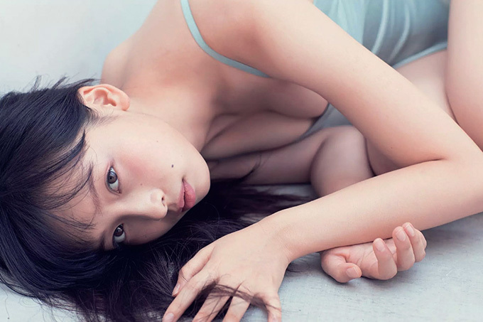 華村あすか 飛躍する…真っ白な美少女。