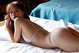 芸能経験0でプレイボーイ表紙飾った18歳少女華村あすか、完璧巨乳ボディのハイレグ披露ww