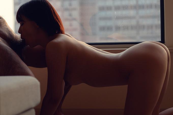 四つん這いフェラチオ画像。膝をついてお尻をキュッと上げたポーズでおしゃぶり…画像100枚