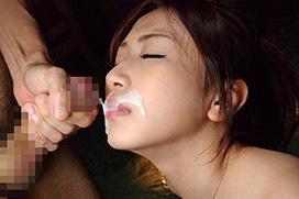 たっぷり溜まった濃厚ザーメンを綺麗な女性の顔にぶっかけたい