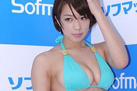 健康的ボディグラドル小瀬田麻由がソフマップで見せたムチムチボディがたまらんち