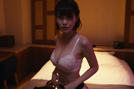 岸明日香「今野杏奈より、おっぱい大きいわよ!」⇒Gカップ美バストを放り出す!