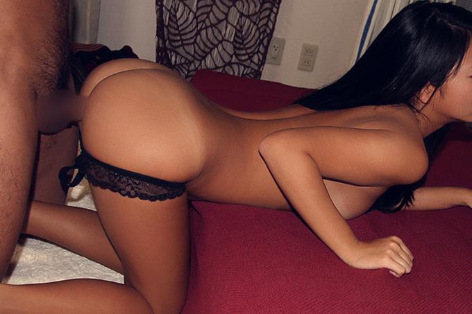 四つん這いと突き出したお尻と反った腰がエロい…横から視点の後背位セックス画像100枚