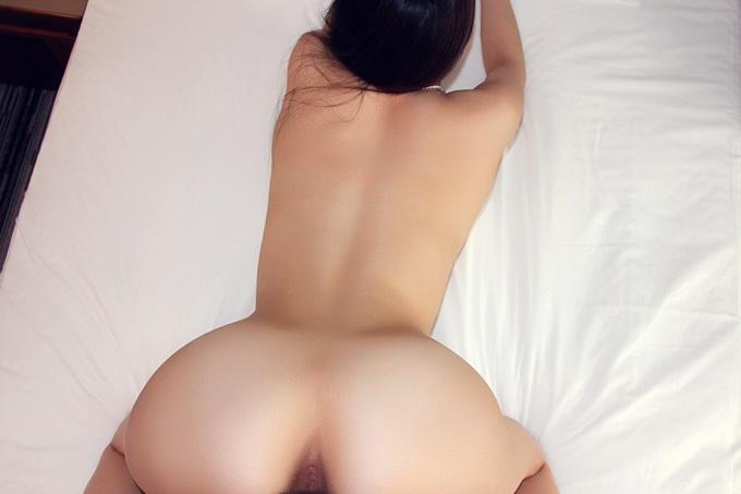 喘ぐ背中を見つめながら激しくピストン…後背位セックス画像100枚