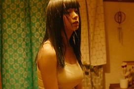 池田エライザが映画でGカップのタンクトップ巨乳を披露