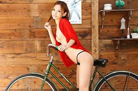 スレンダー女優丘咲エミリの抜けるエロ画像集めたったwww