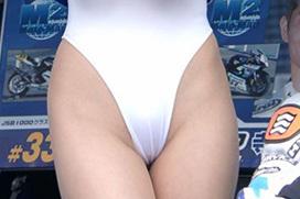 ハイレグの股間が過激なレースクイーンのエロ画像