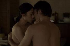 【ヌード速報】深津絵里、大物女優が体当たりで演じた全裸セックスシーン!乳首おっぱいヌードもエロ過ぎる!