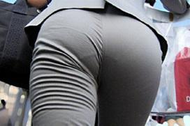 【エロ画像】前を歩くOLさんのお尻パンツ線、男はソレを目印にしながら後ろを歩くよなぁw