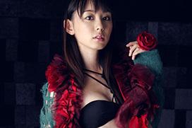 美麗グラビア × 秋山莉奈 赤い薔薇と黒い下着と綺麗なお姉さん
