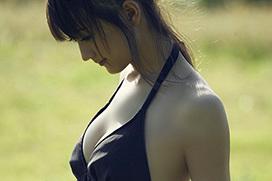 美麗グラビア × 小松彩夏 自然体の美しさ