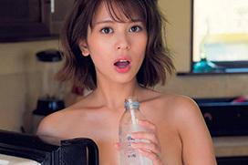 吉崎綾 美しいセミヌード。