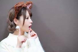 AV女優・桃乃木かなが新幹線の中で不思議なことをしている