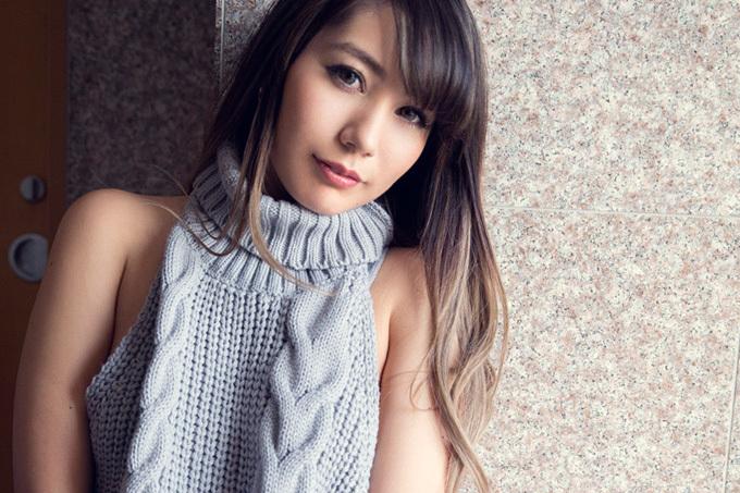 上原花恋 × 童貞を殺すセーター