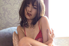 山崎真実(32)がホテルで脱ぐ。