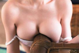 ロ○グラドル長澤茉里奈がノーブラで乳首を透かせる凡ミス!色調補正で乳首の形がクッキリ・・・